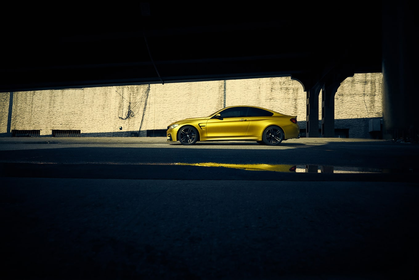 frederic-schlosser-sony-alpha-7R-yellow-car-under-bridge-with-relection-in-puddle