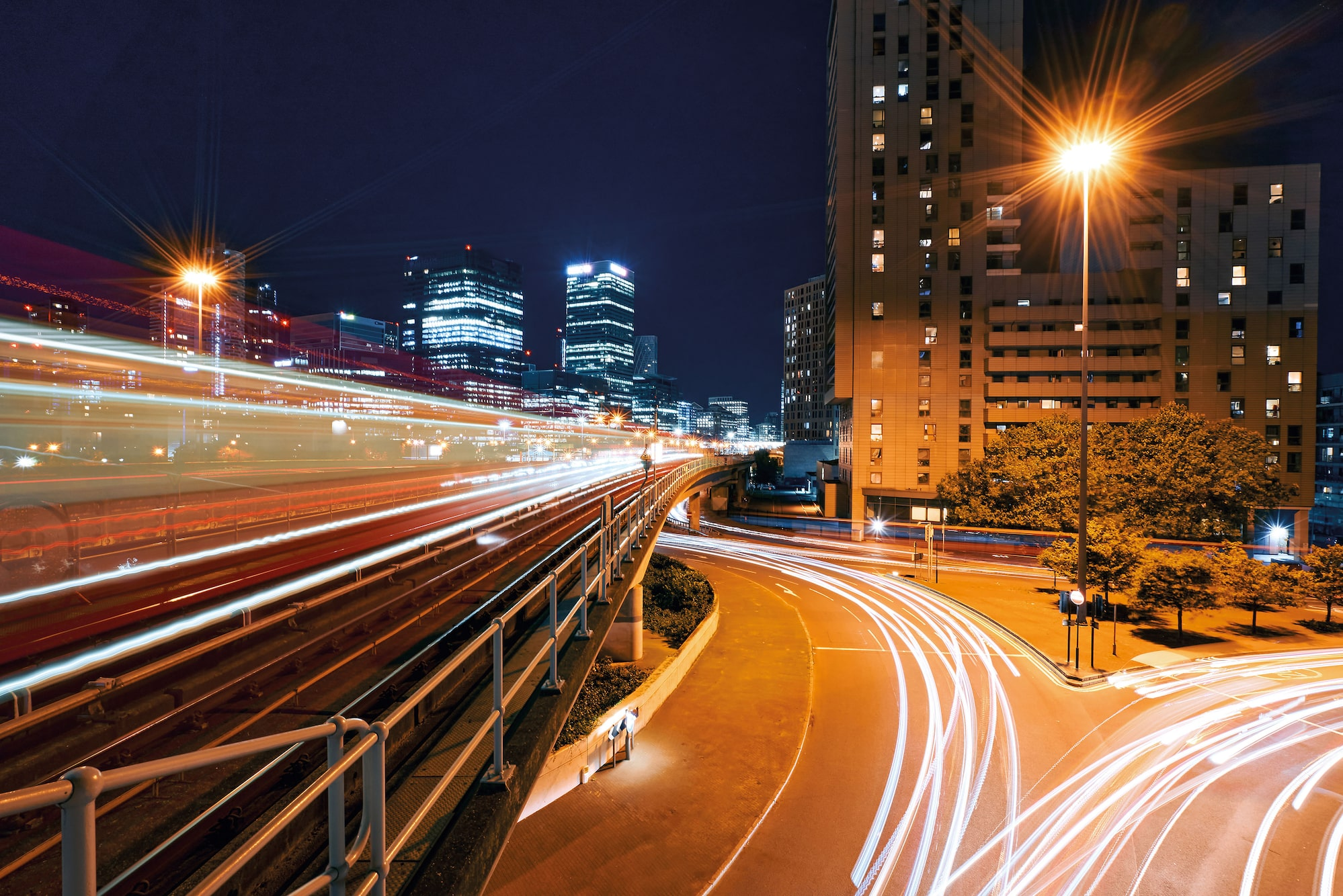 ron-timehin-sony-alpha-7c-light-trails-from-cars-at-night.