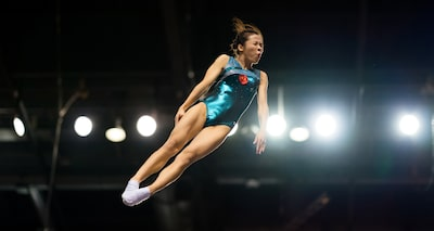 terry-donnelly-sony-alpha-9-gymnast-caught-in-mid-air